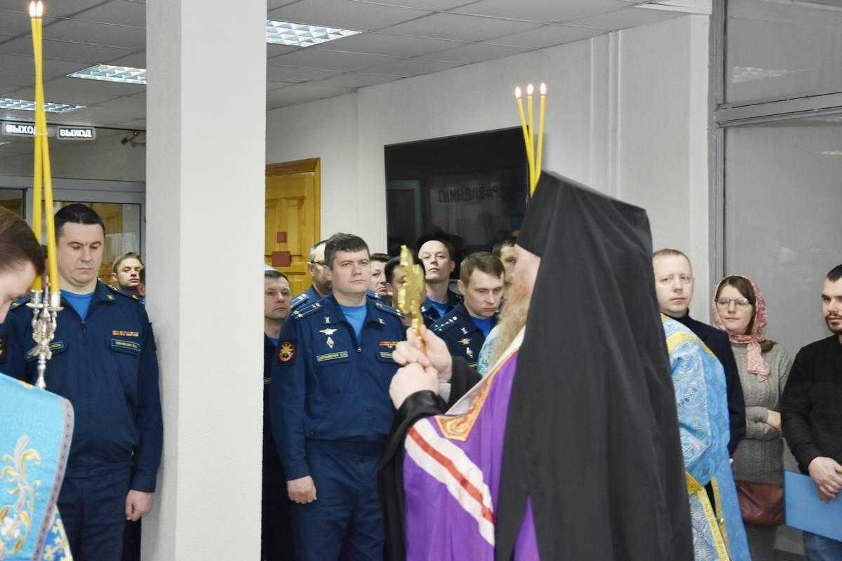 Викарий Липецкой епархии совершил чин молебного пения пророку Божию Илии в Липецком авиацентре