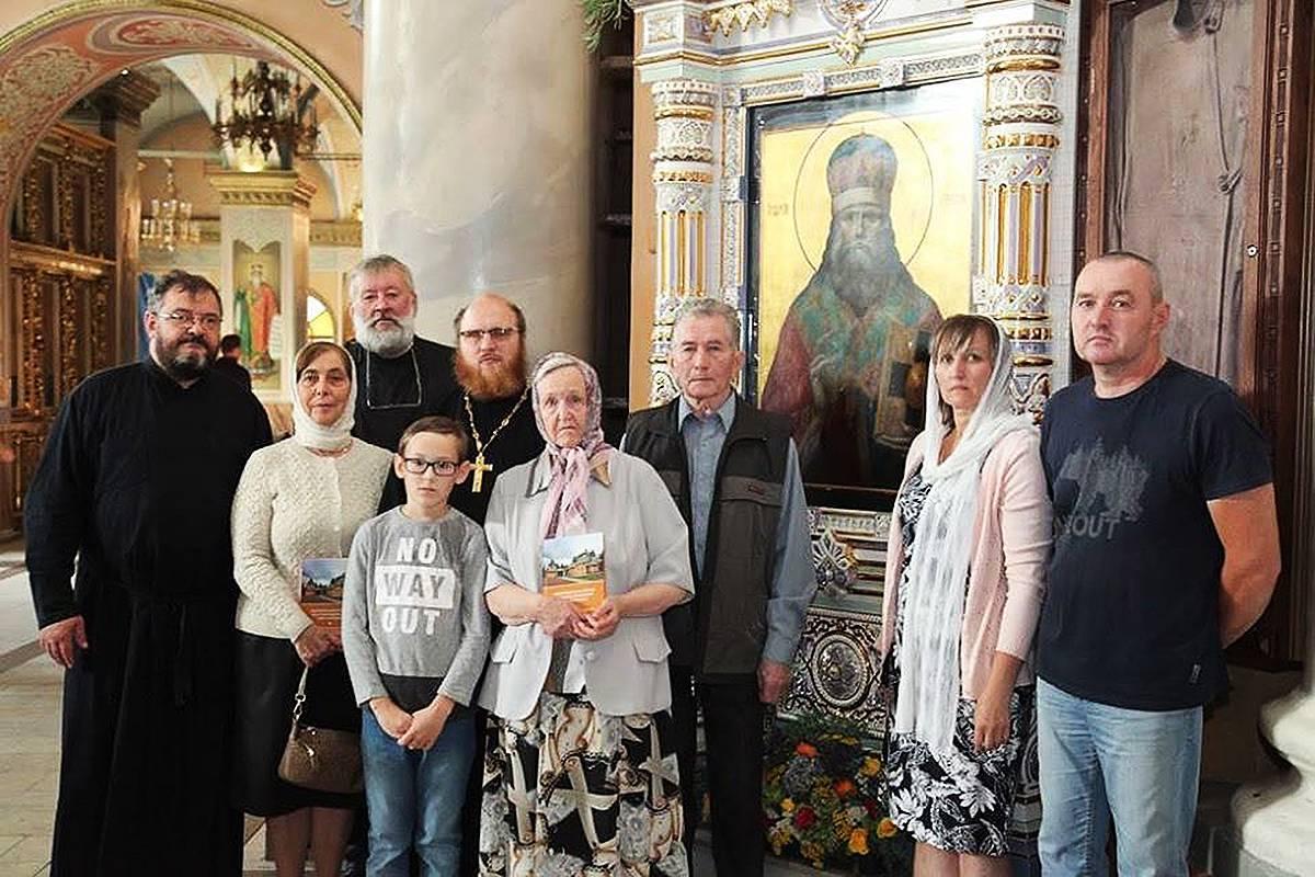 Дочь отца Николая Шмарина Клавдия с семьей, гостями и прихожанами, Христо-Рождественский собор г. Липецка, 23 сентября 2018 г.