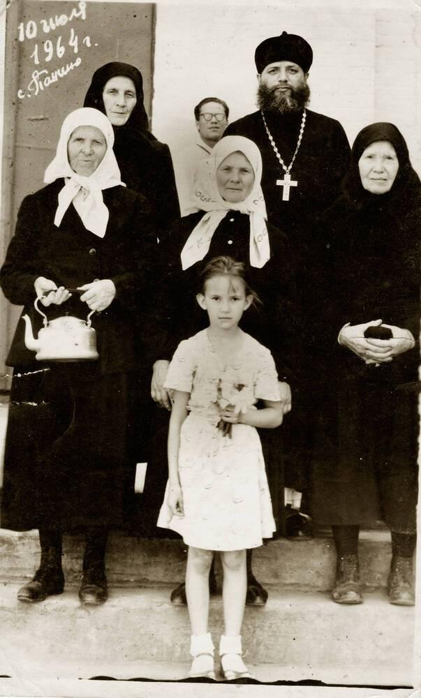 С прихожанами, 1964 г.
