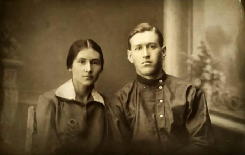 Николай с сестрой Марией в юности.
