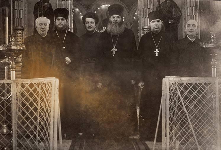 Протоиерей Михаил Урываев с духовенством Успенского храма г. Усмань, 1974 г.